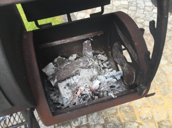 Firebox, ready to start smoking